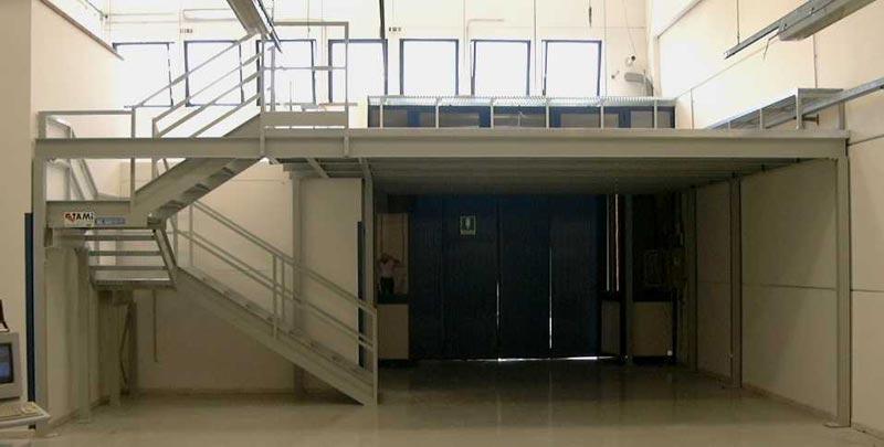 Soppalchi tettoie e scale per l 39 industria a bologna for 2 box auto con soppalco