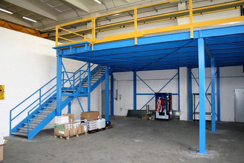 Soppalchi tettoie e scale per l 39 industria a bologna for Tettoia capannone con soppalco